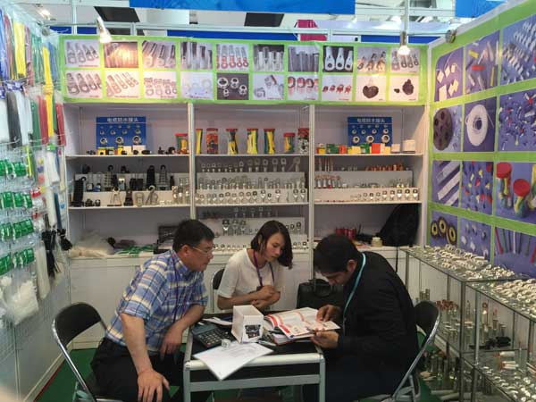Introduce products to cutomer in Canton Fair